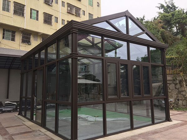There are many kinds of car shed. The commonly used car shed has membrane structure and aluminum alloy car shed. What is the difference between the two kinds of car shed? The canopy material of membrane structure car shed is membrane structure, which is characterized by good flexibility and light transmittance of only 10%-20%. The support part is mainly steel structure, easy to rust and short service life. Aluminum alloy roof material is polycarbonate board, heat insulation, anti-ultraviolet, sun exposure will not occur yellowing, atomization, poor light transmission, transmittance as high as 88%. The skeleton is made of high strength aluminium alloy. The oxidation resistance of aluminium alloy is much higher than that of steel structure. Aluminum alloy is not easy to corrode, never rust and has a long service life. If it is recommended to do aluminium alloy car shed, both in terms of quality and appearance, aluminium alloy car shed is better than membrane structure car shed.